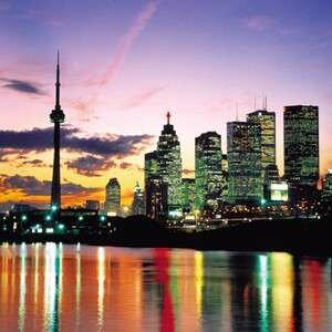 Фото столицы Канады ночью