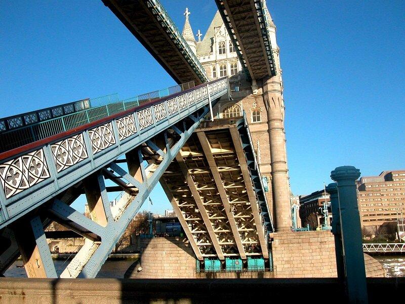 Тауэрский мост - достопримечательность Лондона