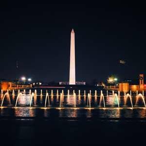 Монумент Вашингтона - известная достопримечательность